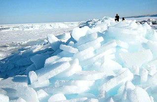 オホーツク海の流氷(2003年2月25日、紋別市オムサロ海岸=高橋修平さん撮影)