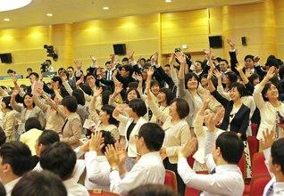 世界広布新時代を切り開くのは、師弟に生き抜く青年の「熱」と「力」!――勝利の青春を歩む決意に燃える日本と韓国の青年部(19日、ソウルで行われた韓日友情総会)