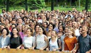 29カ国から約500人の友が集った欧州教学研修会。師と共に、広布の大道を歩む喜びと誓願にあふれて(イタリア・ミラノ郊外で)