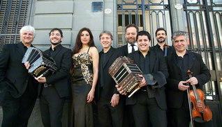 民音タンゴ・シリーズ50回の節目を飾る「フェルナンド・マルサン・セステート」と、歌手のアルフレッド・ピティス氏、マリア・ホセ・ロハス氏