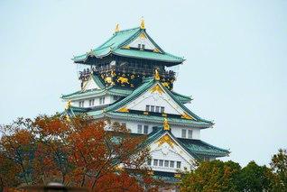 """威風も堂々とそびえ立つ大阪城。「常勝関西」は、どこまでも「法華経の兵法」を根本に、師弟共戦で築き上げられた""""広布の錦州城""""である(2007年11月、池田先生撮影)"""