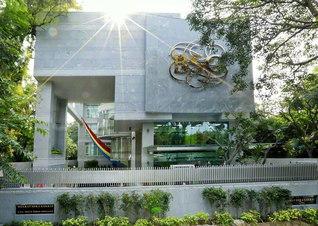 威風堂々たる新「本部」。ムンバイから参加した壮年部のビシャール・ビジさんは、「ここからインドの新しい時代が始まるのだとの感動が込み上げてきました」と