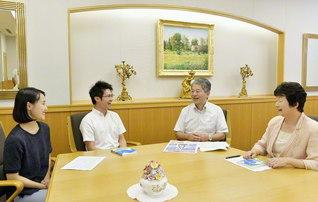 「自由な発想で、更なる人材育成を」と誓う(左から勝岡少女部長、富田少年部長、山口未来本部長、飛田女性未来本部長)