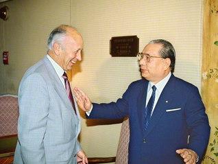 池田先生とカズンズ氏の3度目の語らい(1990年2月、アメリカ・ロサンゼルスで)。後に二人は、対談集『世界市民の対話』を発刊しています