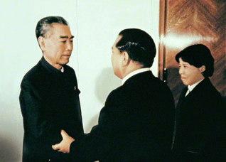 周恩来総理と池田先生が会見。この出会いから日中友好の新たな扉が開かれた(1974年12月、北京市内で)