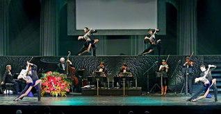 半世紀にわたる「民音タンゴ・シリーズ」の魅力を詰め込んだステージ。演奏・歌・ダンスが織りなす圧巻のアルゼンチン・タンゴの世界が、観衆を魅了した(中野サンプラザホールで)