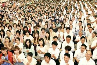 原田会長が出席し、新たな布陣で勢いよく出発した徳島の幹部会。高橋四国総合長らがあいさつした(徳島文化会館で)