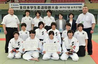 「全日本学生柔道優勝大会」で、見事3位に輝いた創価大学女子柔道部(日本武道館で)