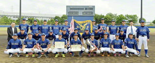 春季リーグで優勝を飾った創価大学硬式野球部のメンバー(さいたま市岩槻川通公園野球場で)