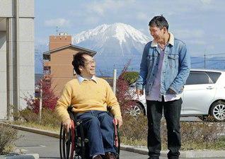 日野茂則さん㊨と狩野豪紀さん(鳥取県米子市で)