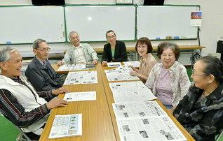 自治会会長の阿部準治さん(左から3人目)、同副会長の神谷誠さん(同4人目)らが和やかに