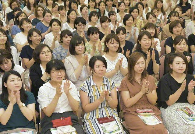 首都圏女子部の教学部長会。求道の息吹をみなぎらせて(4日、東京・信濃町の広宣会館〈学会本部別館内〉で)