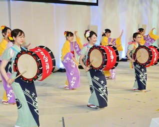 心軽やかに使命の天地で舞いゆこう(先月2日、仙台市の東北文化会館で行われた欧州・奥州青年友好総会)